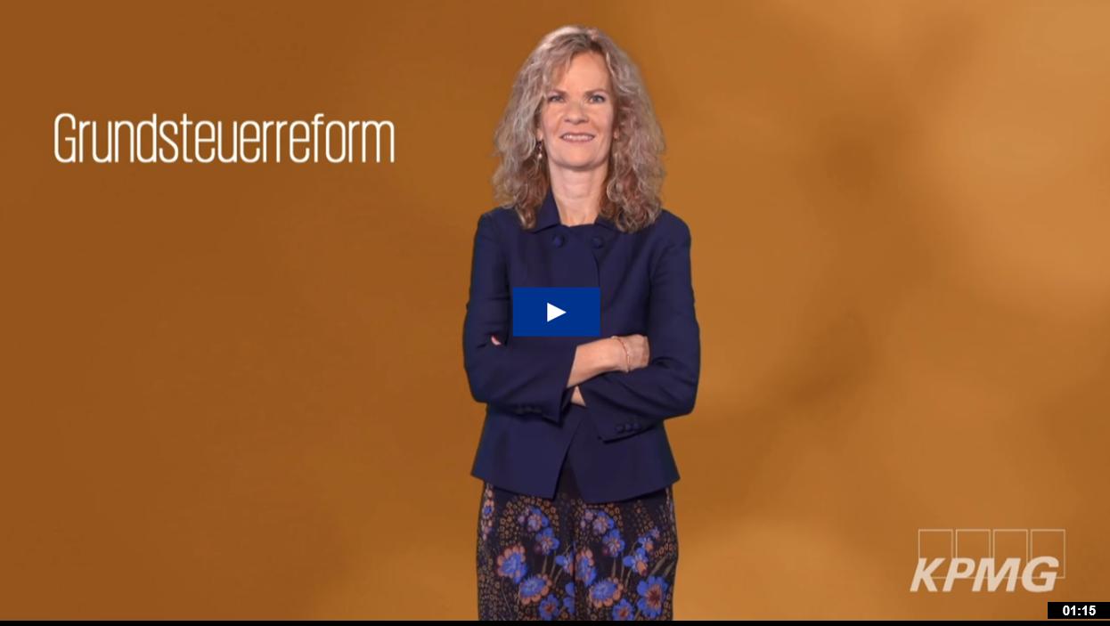 In diesem Video erklärt unsere Expertin Susanne Hüttemann, was auf Immobilienbesitzer zukommt und wie wir mit dem KPMG Grundsteuertool unterstützen können.